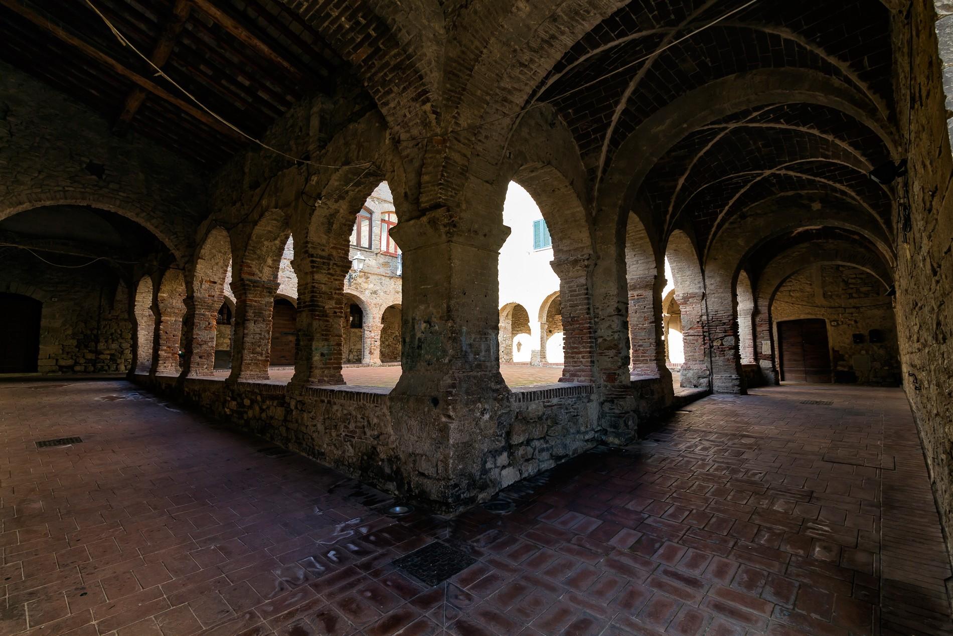 Chiostro di San Francesco a Suvereto